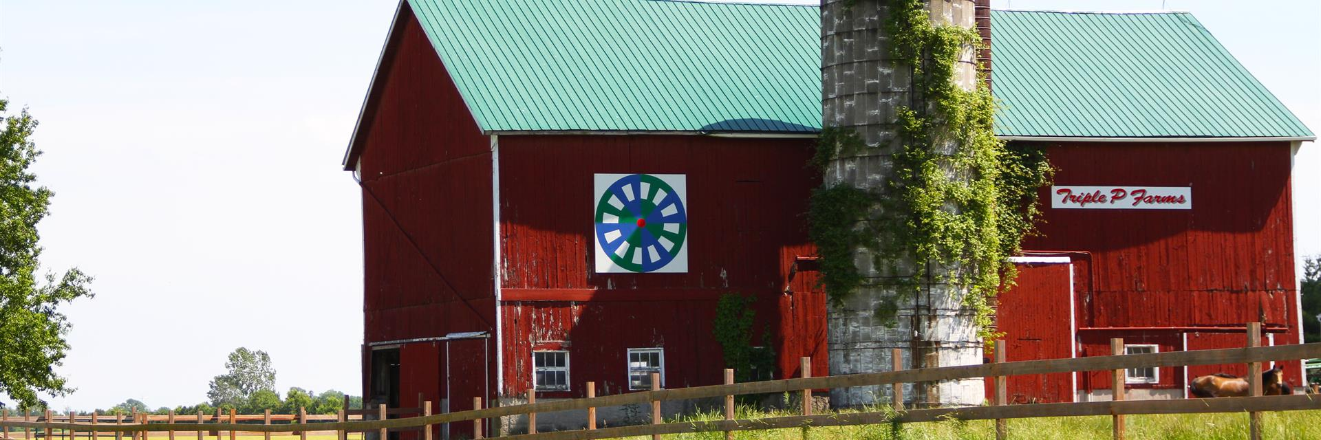 a barn quilt attached to the side of a barn on the thames river barn quilt trail